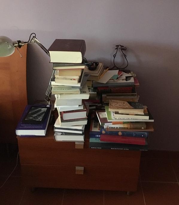 libros_mesilla.jpg